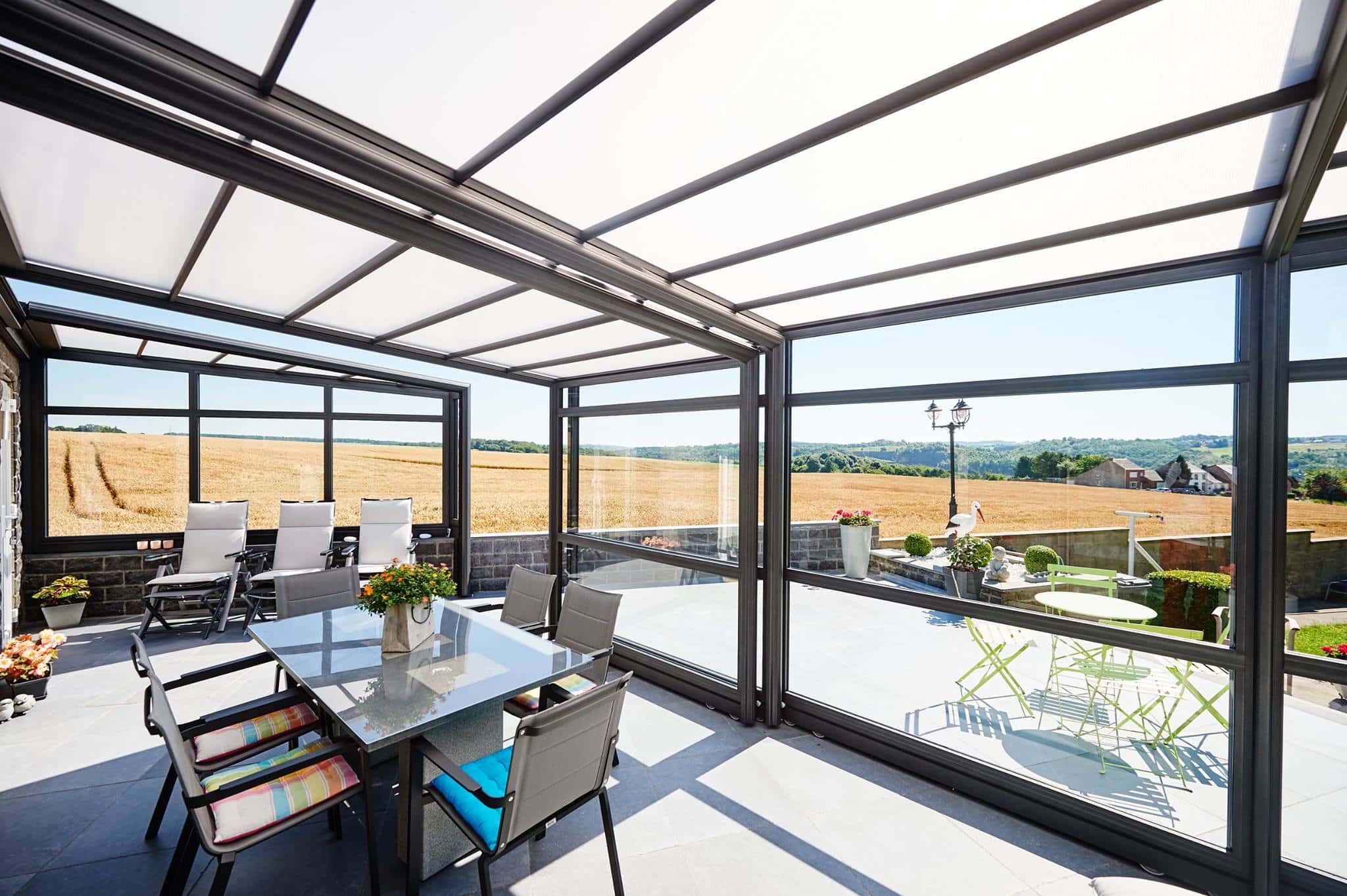 une v randa r tractable pour profiter de votre terrasse malgr l 39 hiver. Black Bedroom Furniture Sets. Home Design Ideas