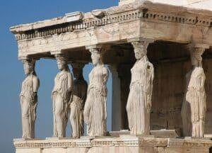Les Caryatides sur l'Acropole d'Athènes