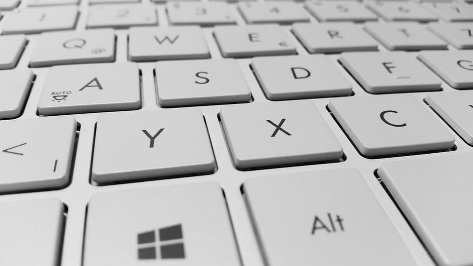 Nettoyage de bureaux: le clavier d'ordinateur, véritable nid à bactéries