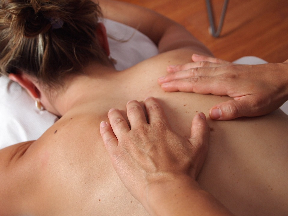 Le massage ayurvédique de A à Z: origines, bienfaits, principes,...