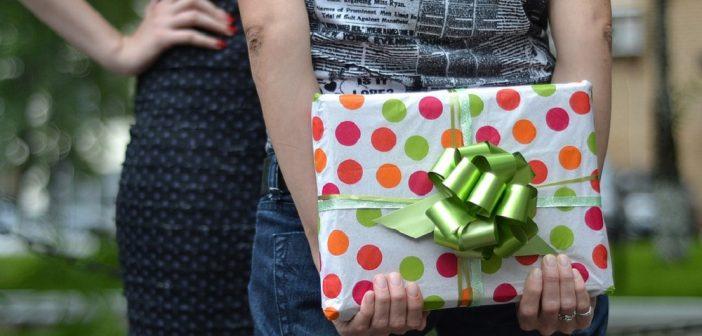 Comment faire un cadeau à quelqu'un?